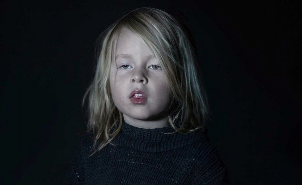 Ребенок-зомби: фотограф показала, как телевизор влияет на детей