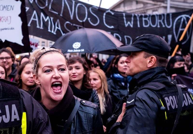Черный протест: о чем говорится в польском законе о полном запрете на аборты - «Беременность»