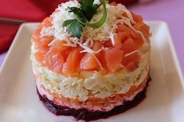 Слоеный салат «Семга на шубе» - «Закуски»