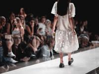 Кожаные передники на показе Vanushina - «Мода»