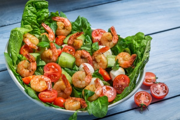 Весенний салат с жареными креветками - «Закуски»