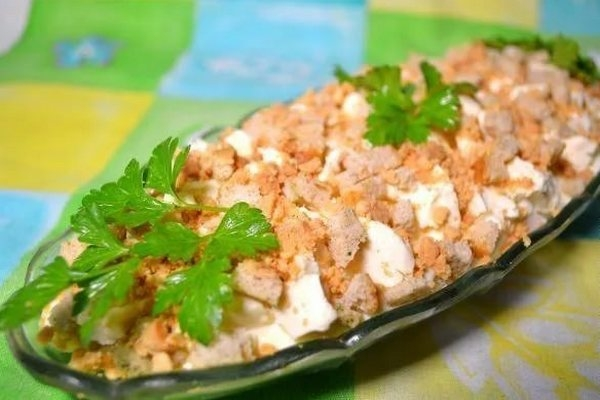 Салат «Искушение» с копченой курицей - «Закуски»