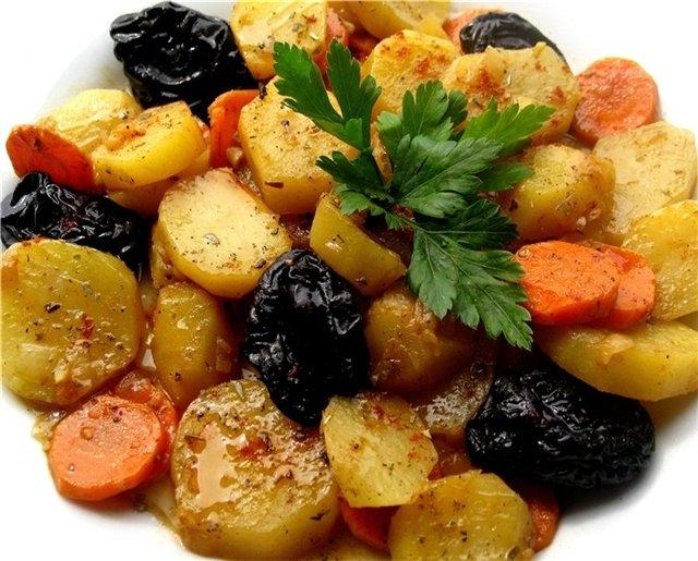 Картофель с черносливом в духовке - «Второе блюдо»