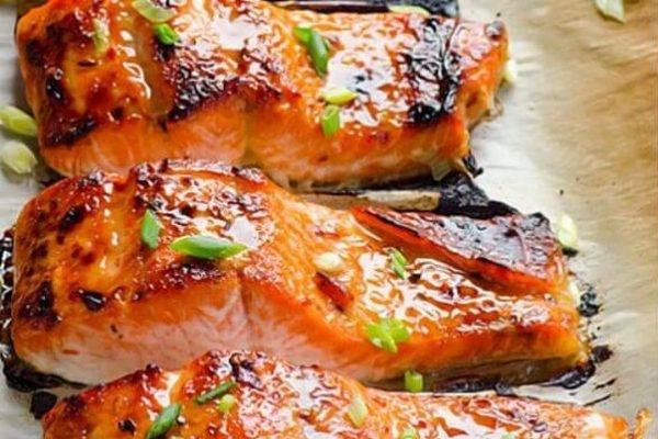 Стейк красной рыбы в фольге с помидорами - «Второе блюдо»