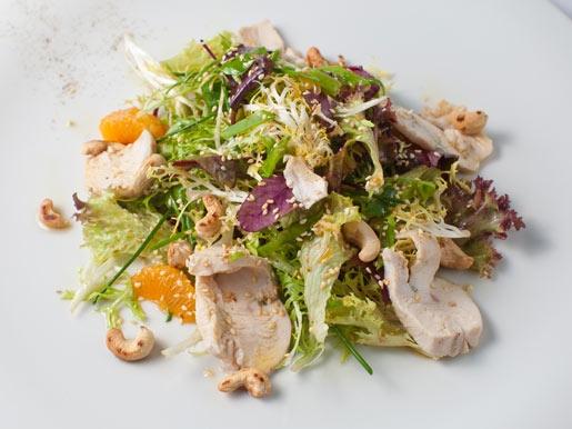 Салат с куриным филе и мандарином - «Закуски»