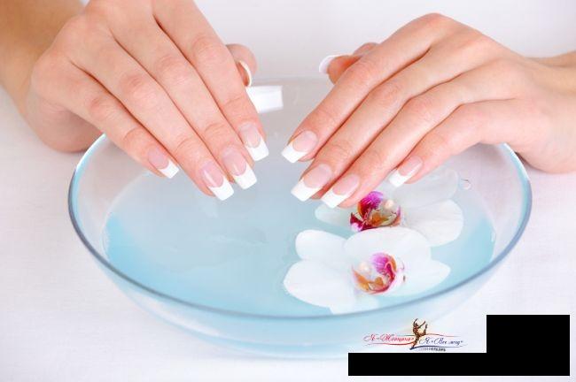 Ванночка для ногтей с минеральной водой