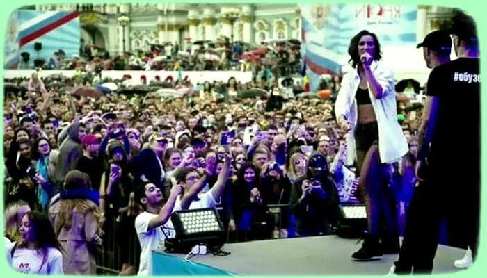На концерте Ольги Бузовой подпевала проплаченная массовка - «Шоу-Бизнес»