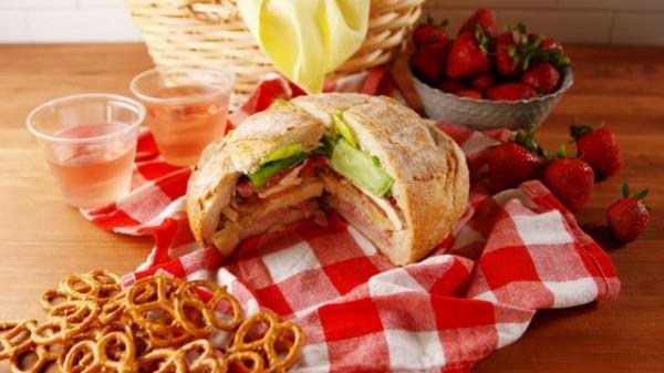 Фаршированный хлеб для пикника - «Закуски»