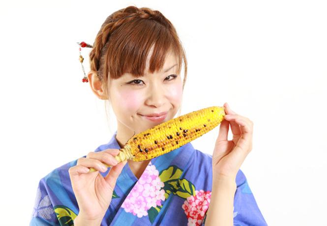 Японцы открыли революционный способ есть кукурузу, и он довольно дурацкий