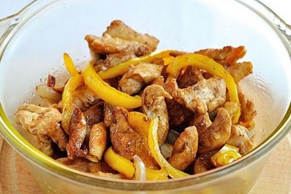 Куриное филе с карамельным луком - «Второе блюдо»