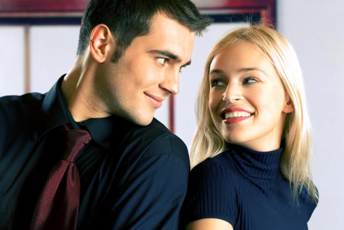 Как по движению глаз мужчины понять, что он хочет пригласить тебя на свидание - «Семейные отношения»
