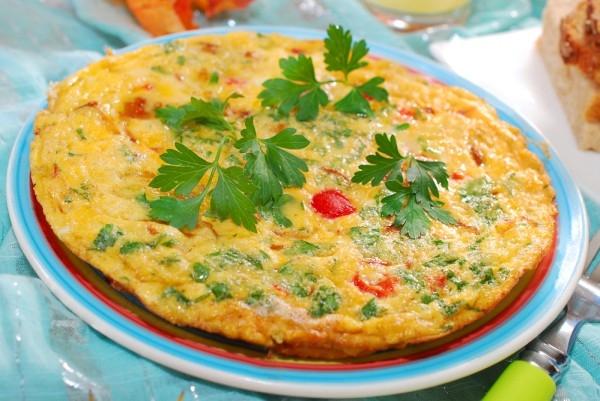 Омлет в мультиварке с помидорами, брынзой и зеленью - «Закуски»