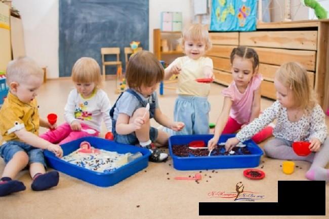 Когда разрешена и полезна детская игра едой?