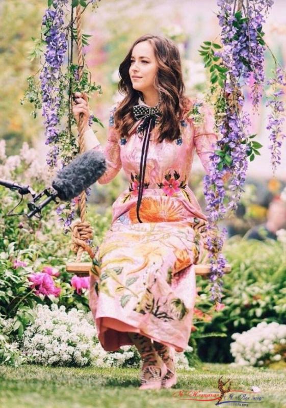 Невероятно красивая реклама парфюма: Дакота Джонсон представит новый аромат Gucci Bloom - «Красота»