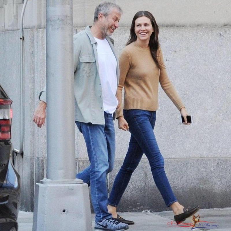 «А кулачок-то сжала»: в интернете обсуждают вид Даши Жуковой на грани развода - «Любовь»