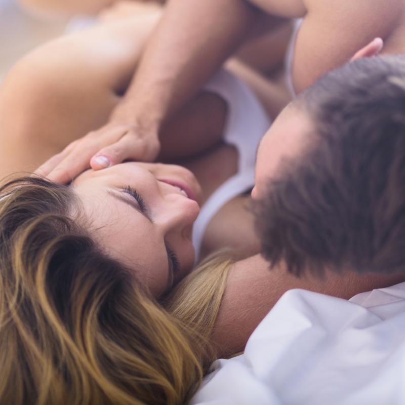 Ученые выяснили, сколько женщин не получают оргазм от классического секса - «Семейные отношения»