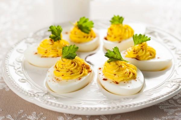 Фаршированные яйца с горчицей и паприкой - «Закуски»