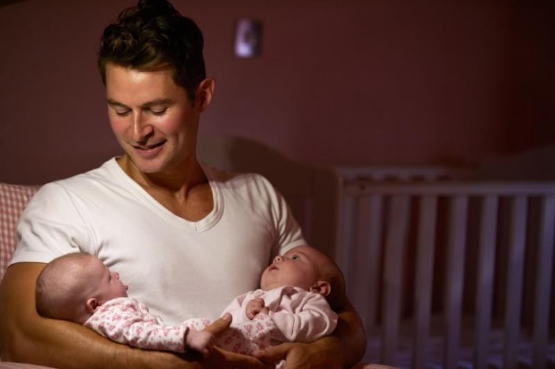 Отец близнецов хочет прибегнуть к тату, чтобы различать детей - «Дети»