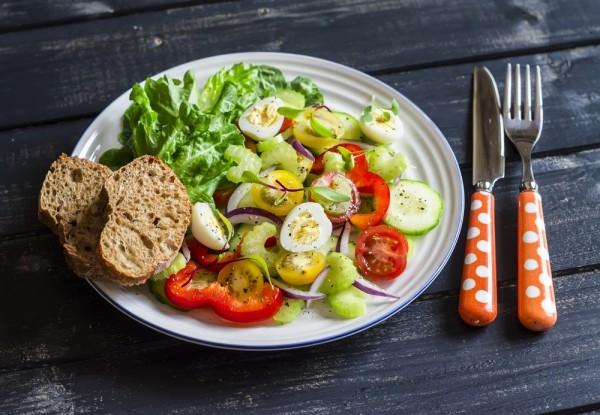 Весенний салат из овощей и перепелиных яиц - «Закуски»
