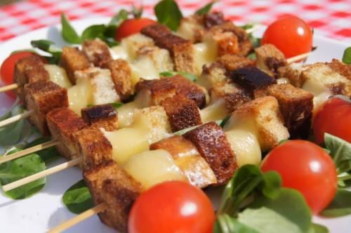 Шашлык из сыра с хлебом - «Закуски»