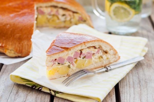 Дрожжевой пирог с картофелем и ветчиной - «Закуски»