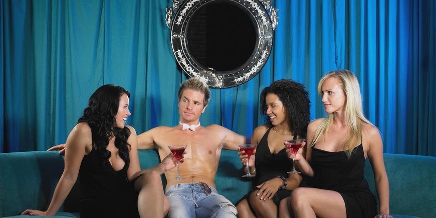 Онлайн парень и три девушки этом