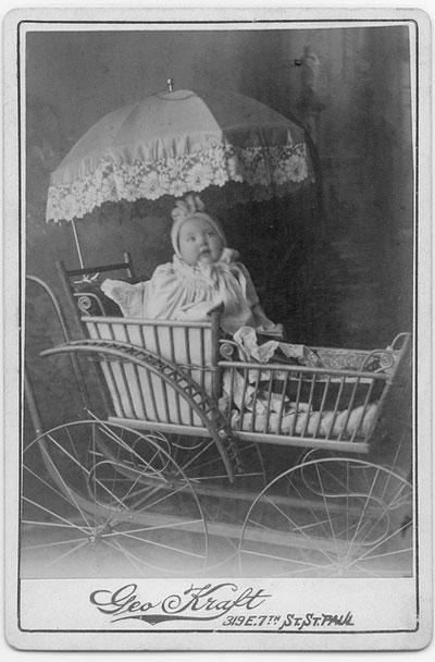 Яйцо, звездолёт и костюм химзащиты: самые безумные детские коляски - «Развлечения»