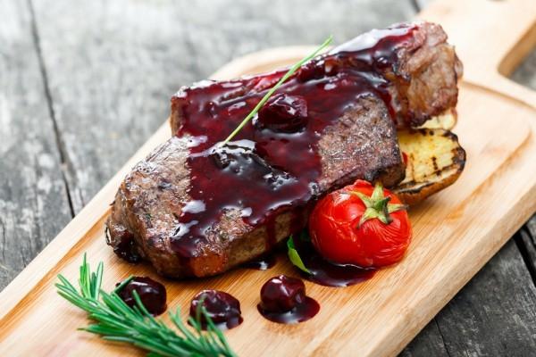 Запеченное мясо с вишневым соусом - «Блюда из мяса»