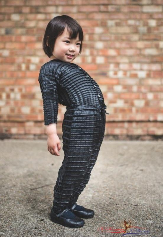 Британский дизайнер придумал одежду, растущую вместе с детьми - «Дети»