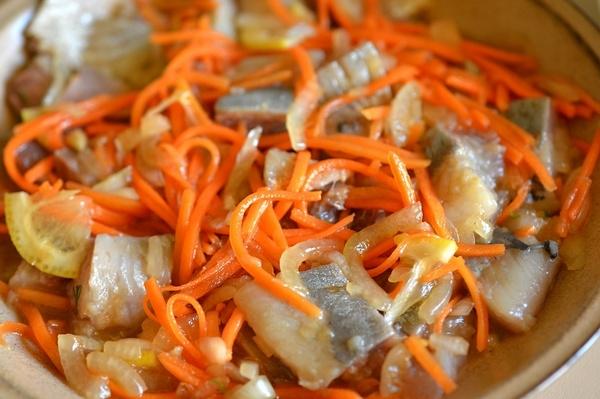 Сельдь «Хе» с морковью и луком - «Закуски»