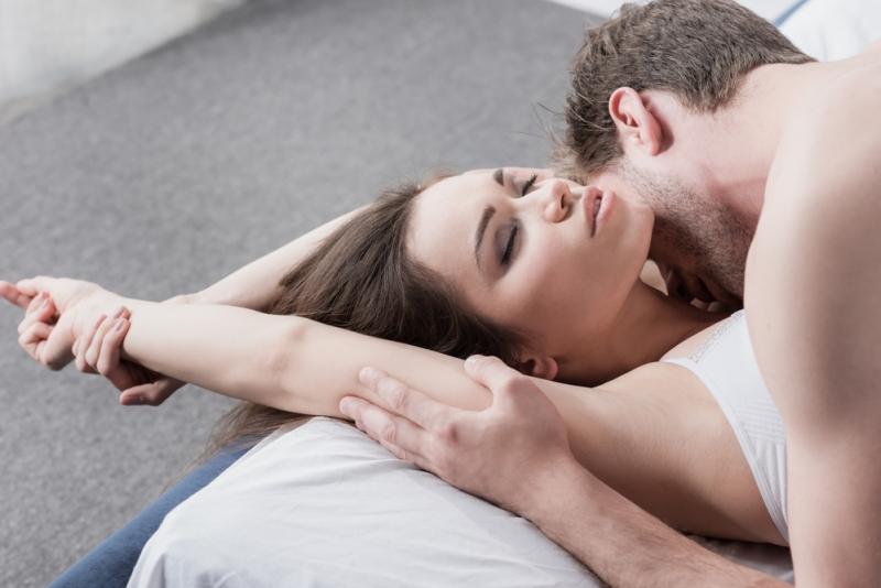 15 худших фраз, которые можно услышать от своего партнера во время секса - «Семейные отношения»