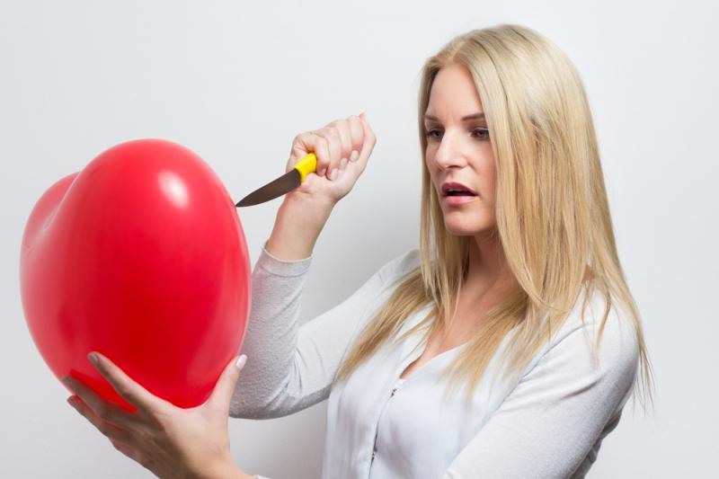 4 признака, что женщина не разлюбила своего бывшего - «Семейные отношения»