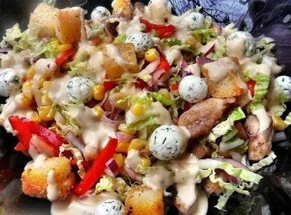 Салат с сырными шариками и курицей - «Закуски»