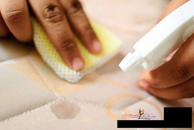 Как вывести пятна крови с матраса