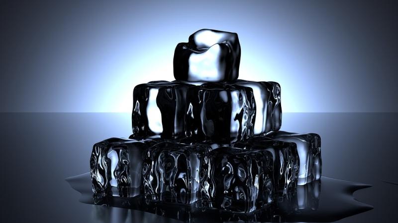 Как избавиться от первых морщин: 3 проверенных рецепта косметического льда - «Уход»