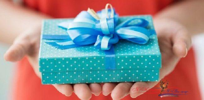 Какой подарок подобрать для любимой и лучшей подруги?