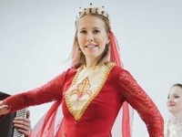 Ксения Собчак станцевала в кавказском платье - «Я как Звезда»