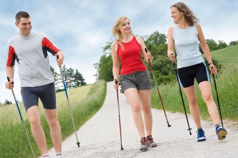 Что дают занятия скандинавской ходьбой - «Красота и здоровье»
