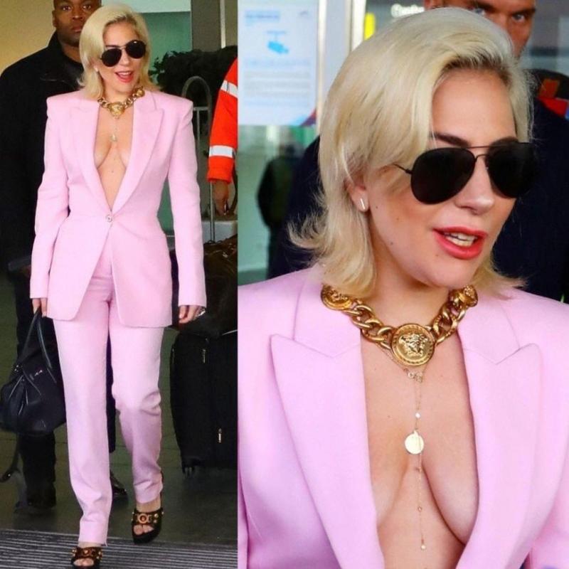 «Такую грудь лучше прятать»: Леди Гага вышла в свет в пиджаке на голое тело - «Красота»