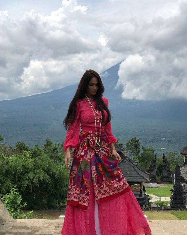 «Не хочет в утиль»: Алена Водонаева надела платье, купленное за 3 рубля в Мексике - «Красота»