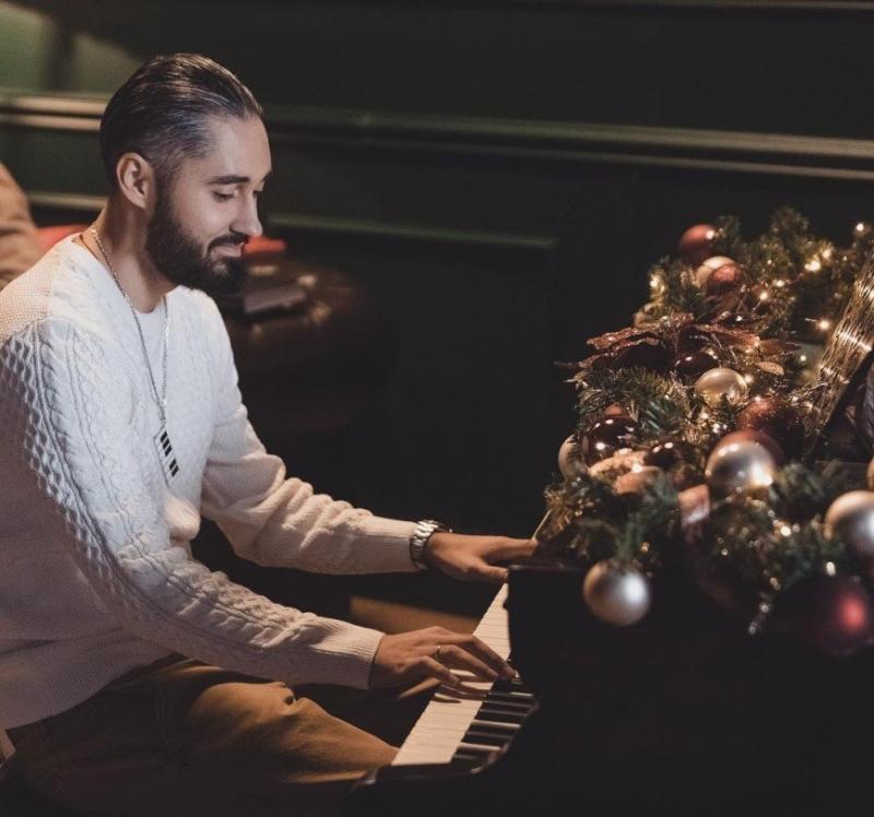 «Лучшее новогоднее фото»: Мот показал свой дом - «Я и Дом»