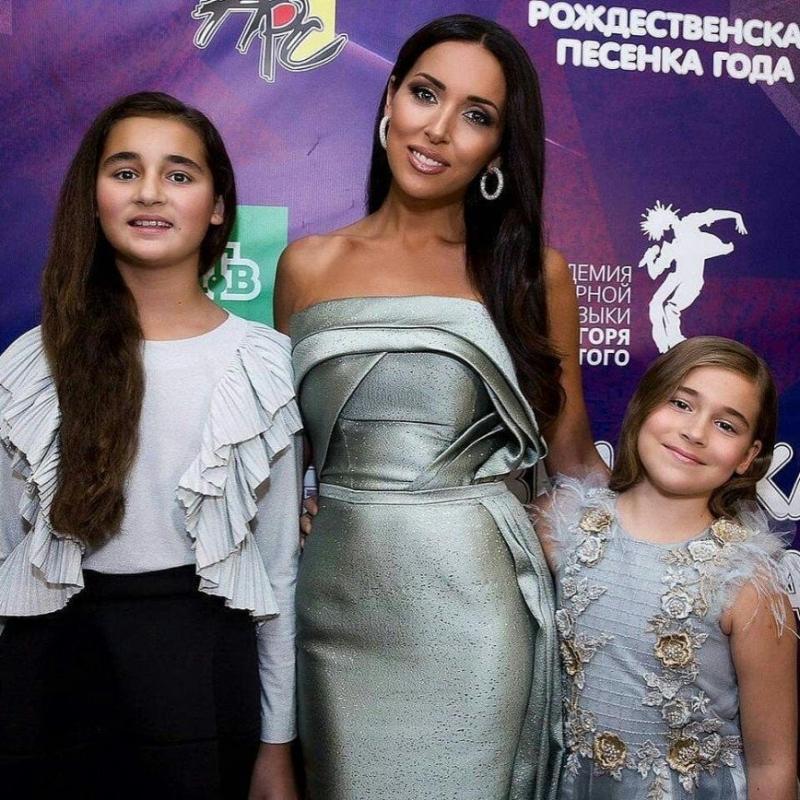 «Мамиными генами тут не пахнет»: Алсу показала фото с дочерьми - «Психология»