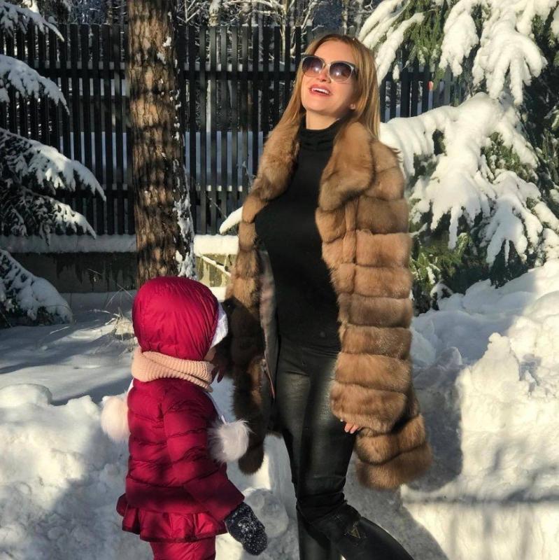 «Это вам не губы красить»: Елена Бушина попробовала сама чистить снег - «Я и Дом»