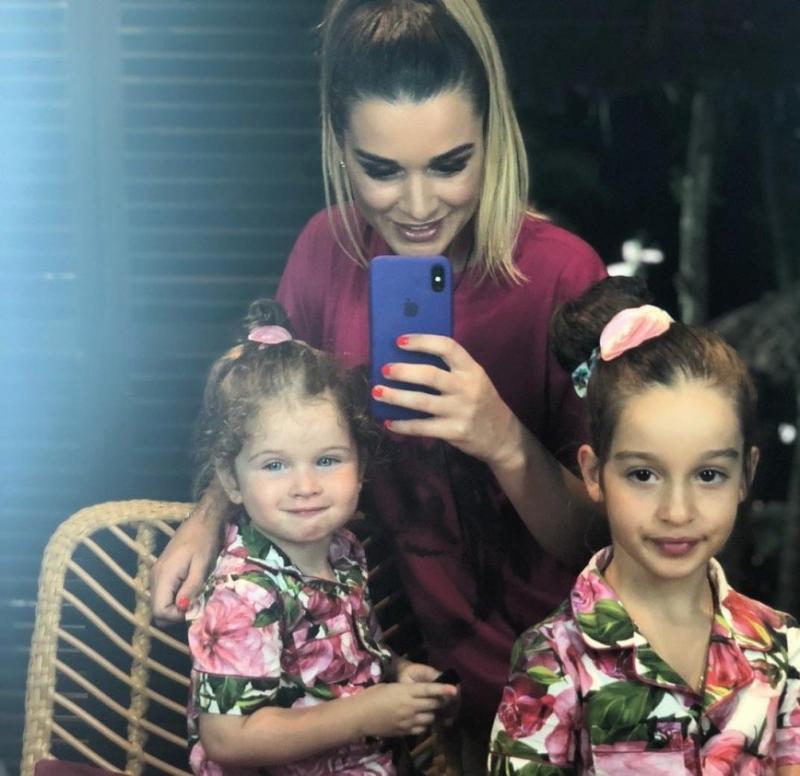 """""""А не рано ли?"""": Ксения Бородина накрасила губы младшей дочери - «Я и Дети»"""