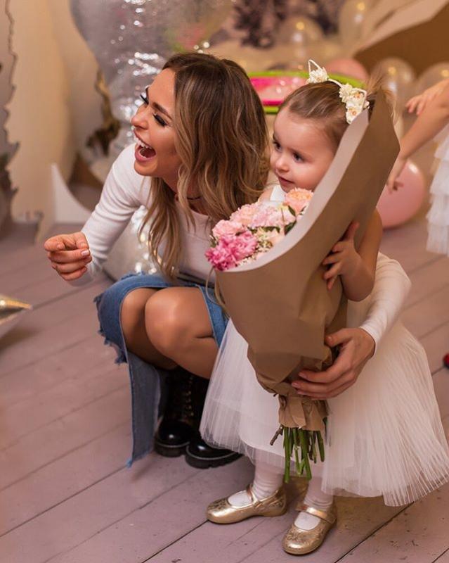 «Не лишайте ребенка детства!»: Анна Хилькевич отдала дочь на занятия по английскому языку - «Я и Дети»