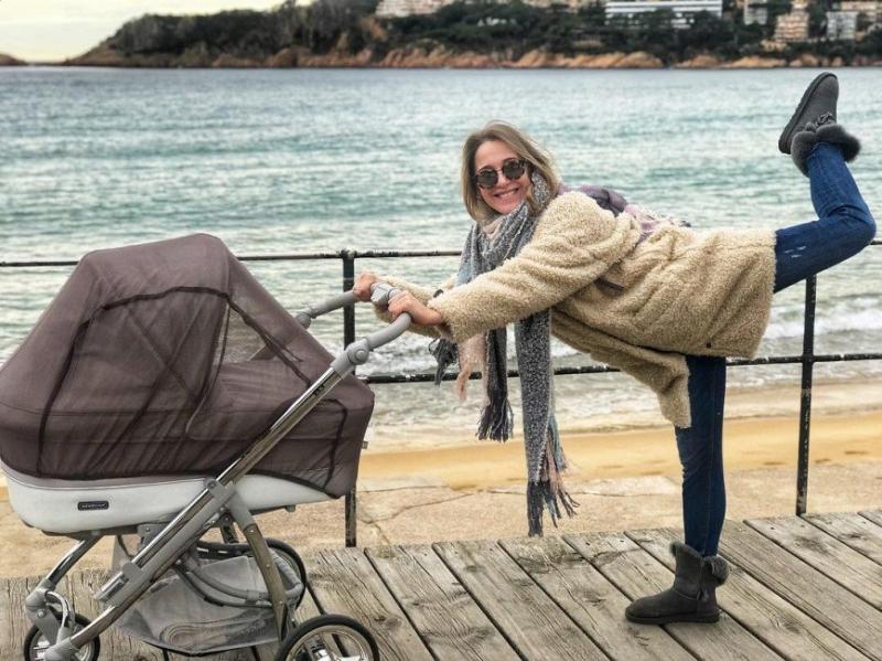 «Зачем нужна сетка?»: прогулка Юлии Ковальчук с коляской вызвала удивление поклонников - «Я и Дети»