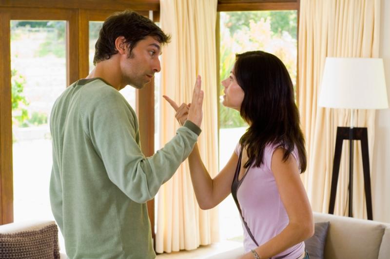 Прижимистый муж и жена-растратчица: как прийти к компромиссу - «Семья»