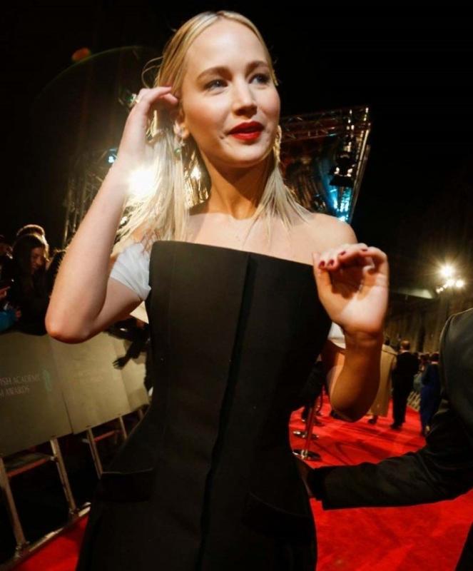 «Выглядит старовато»: Дженнифер Лоуренс нарядилась на премию BAFTA не по возрасту - «Красота»