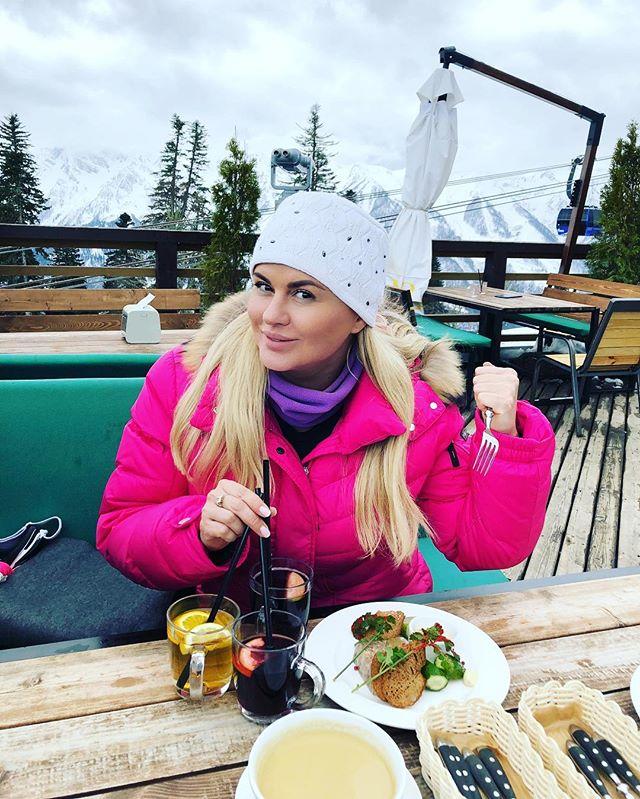 «Отдайте еду врагу»: Анну Семенович призывают похудеть - «Я и Здоровье»