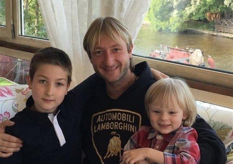 «Носатенькие в отца»: Плющенко озадачился похожестью сыновей - «Психология»